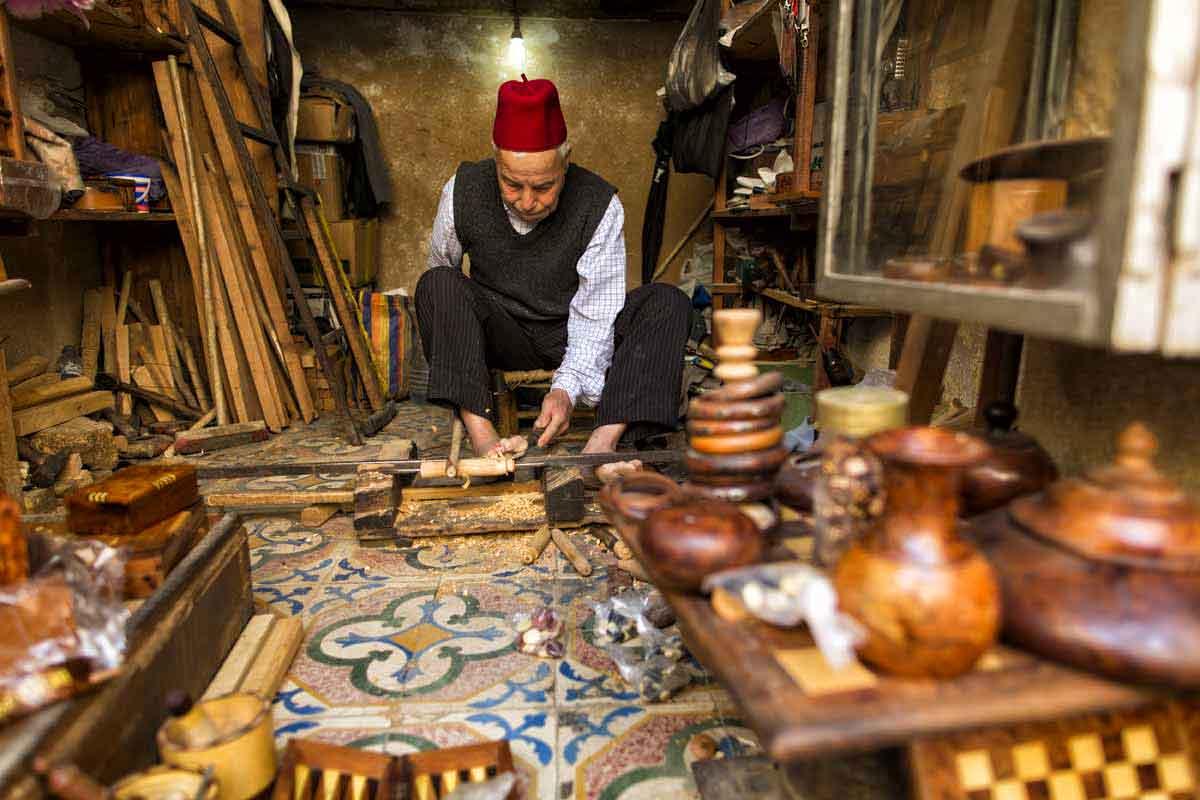 Artesano en madera de Fez