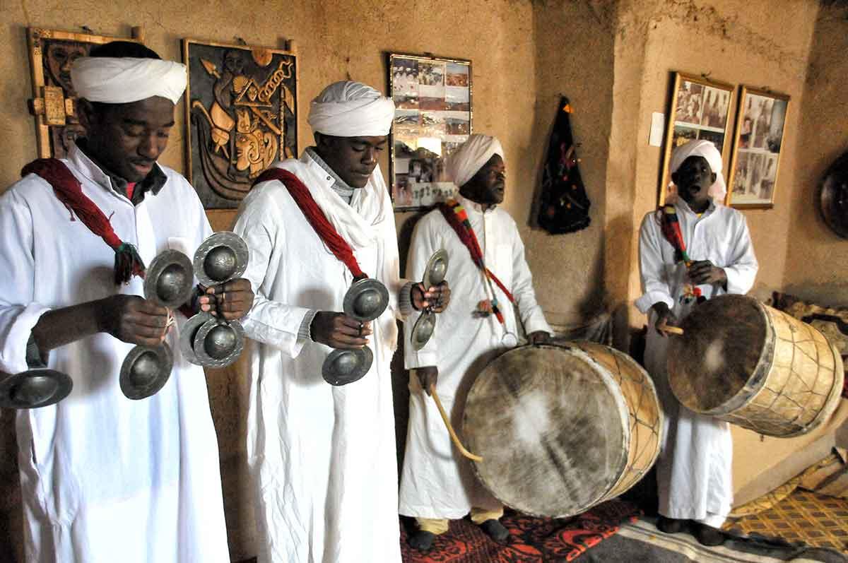 Pueblo de los negros y musica Gnawa