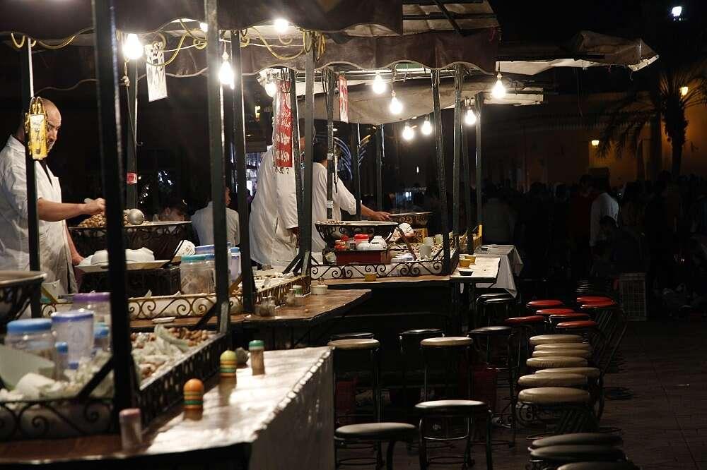 Puestos de comida ambulante en la plaza Jemaa el Fna