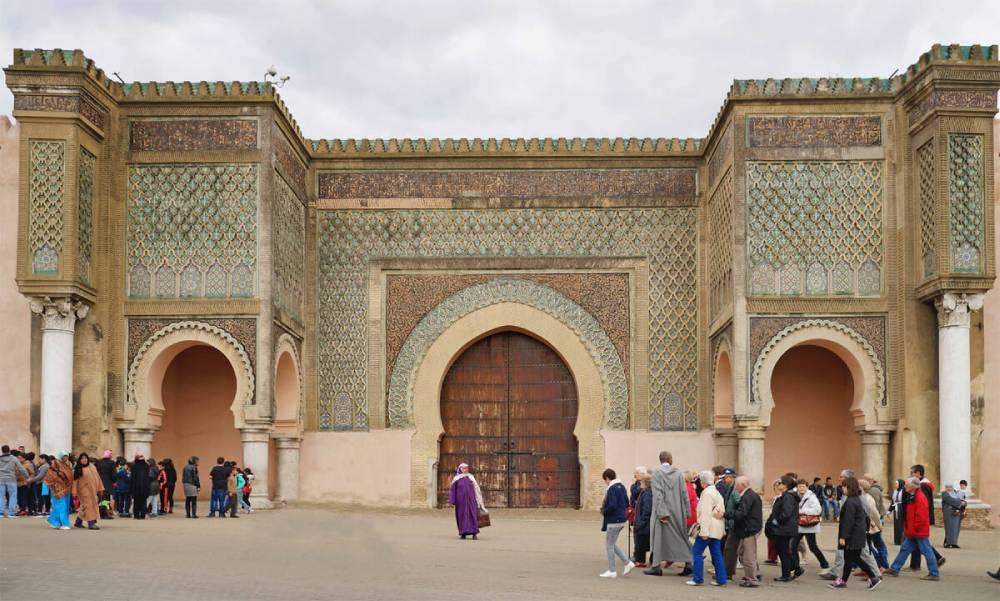 La Monumental puerta de Bab Mansour en Meknes